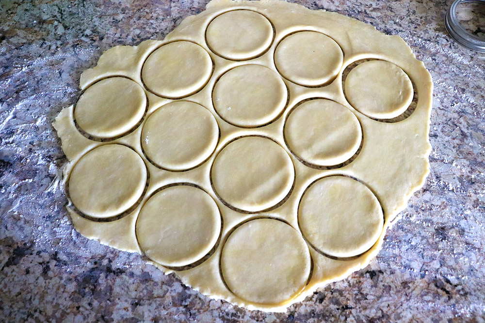 cut empanada dough